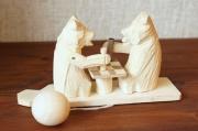 バガロツカエ・木のからくりおもちゃ チェスをする2匹のクマ