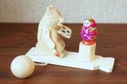 バガロツカエ・木のからくりおもちゃ マトリョーシカを描くクマ  5色