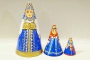ダラフェエヴァ作 民族衣装 三角マトリョーシカ 3ピース<オロネツ、ヤロスラーヴリ、トヴェーリ>/14.5cm【送料無料】