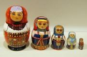 ダラフェエヴァ作 民族衣装 ひょうたん型マトリョーシカ 5ピース<ヴォロネジ、カルーガ、トヴェーリ、ニジニ・ノヴゴロド、ヴォログダ>/8.8cm