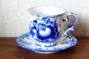 ロシアの陶器 グジェーリ焼 カップ&ソーサー <カエル入りバラ模様>