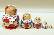 ルコムスカヤ作 民族衣装ミニマトリョーシカ 5ピース<リンゴ>/ 5cm