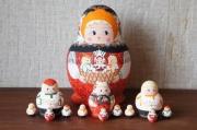 オリガ作 ダルマ型 親・子・孫マトリョーシカ 13ピース <3人のこどもを抱っこ>/15cm 【送料無料】