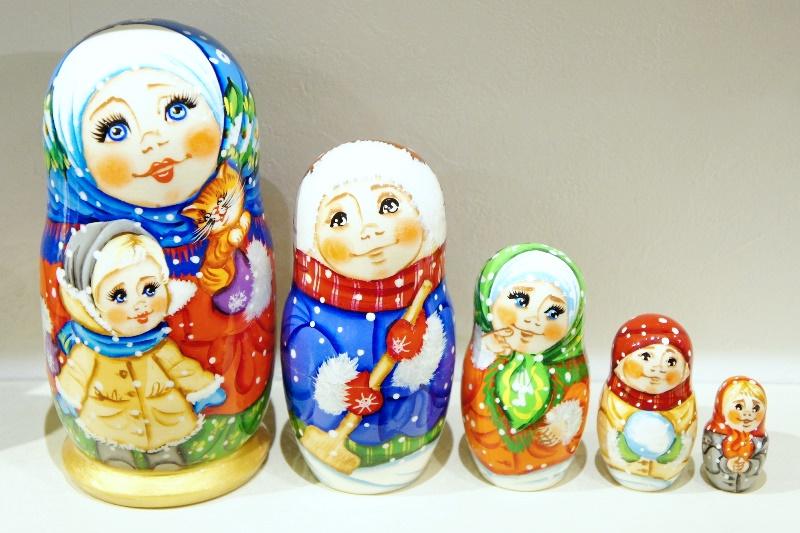 マローゾヴァ作 民族衣装 5ピースマトリョーシカ <冬の一日>/18.5cm