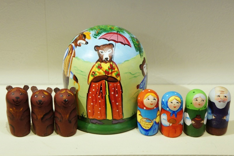 ニキーチン工房作 トルストイ「3匹のくま Три медведя」 ドーム型マトリョーシカ(S) 人形7+箱1ピース/10.5cm