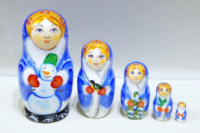 陽気なクリスマスキャラクターマトリョーシカ 5ピース<ジェド=マロース・スニェグーラチカ・雪だるま・クマ・ペンギン> 2色/17cm