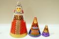 ダラフェエヴァ作 民族衣装 三角マトリョーシカ 3ピース<オロネツ、モスクワ、ヴラジーミル> /14.5cm【送料無料】