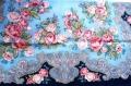 プラトーク(ロシアのウール・ショール) Mサイズ 89×89cm <紺地にピンクのバラ>