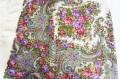 プラトーク(ロシアのウール・ショール) Lサイズ 125×125cm <白地に八重咲バラ> 【送料無料】