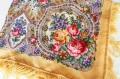 プラトーク(ロシアのウール・ショール) Mサイズ 89×89cm <クリームイエロー地にバラとユリ>