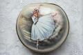 シェイナ作 フェドスキノ塗り 白蝶貝コンパクト型シュカトゥールカ(小箱) <バレリーナ> /11×10×3cm