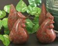 【鶏の置物】赤いにわとり(台無し)高級赤御影石製
