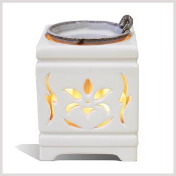 LEDイルミネーションが人気♪香りと光でお部屋を癒しの空間に★送料無料!多機能電子茶香炉【佐渡透かし彫り磁器】