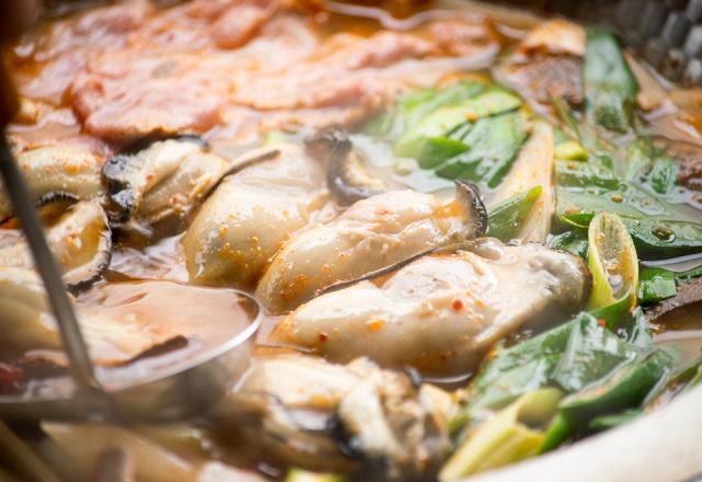 【送料込】 生鮮便第44回 牡蠣と豆腐 和だしでチゲ鍋