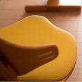 赤ちゃんから大人まで使座面・背面の調整が無段階スライド。フレキシットチェアベーシック チルト機能で美しい姿勢に 本体チーク色×シート(イエロー)