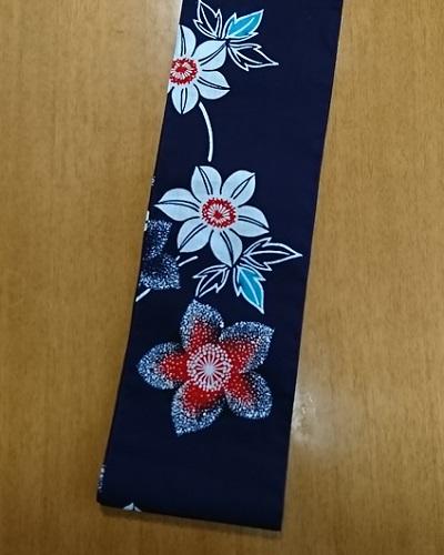 六尺半幅 赤い花白い花(特岡生地)|水色の葉がポイント
