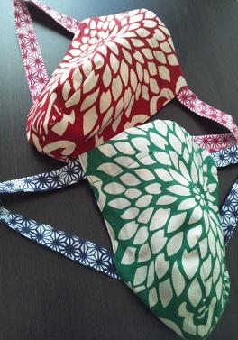 大輪の菊が乱れ赤と緑でメリークリスマス〜丸太セレクション〜 乱菊(赤と緑)黒猫|ふんどし 褌の通販なら さくらい
