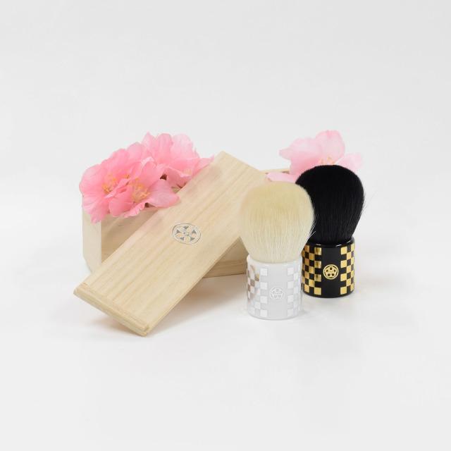 【宅配便のみ】化粧筆sui ころこブラシ 伝統的な市松模様を金箔・銀箔で表現 専用木箱に入れてお届け 山羊毛100% 熊野筆 さくら筆 オリジナル化粧筆