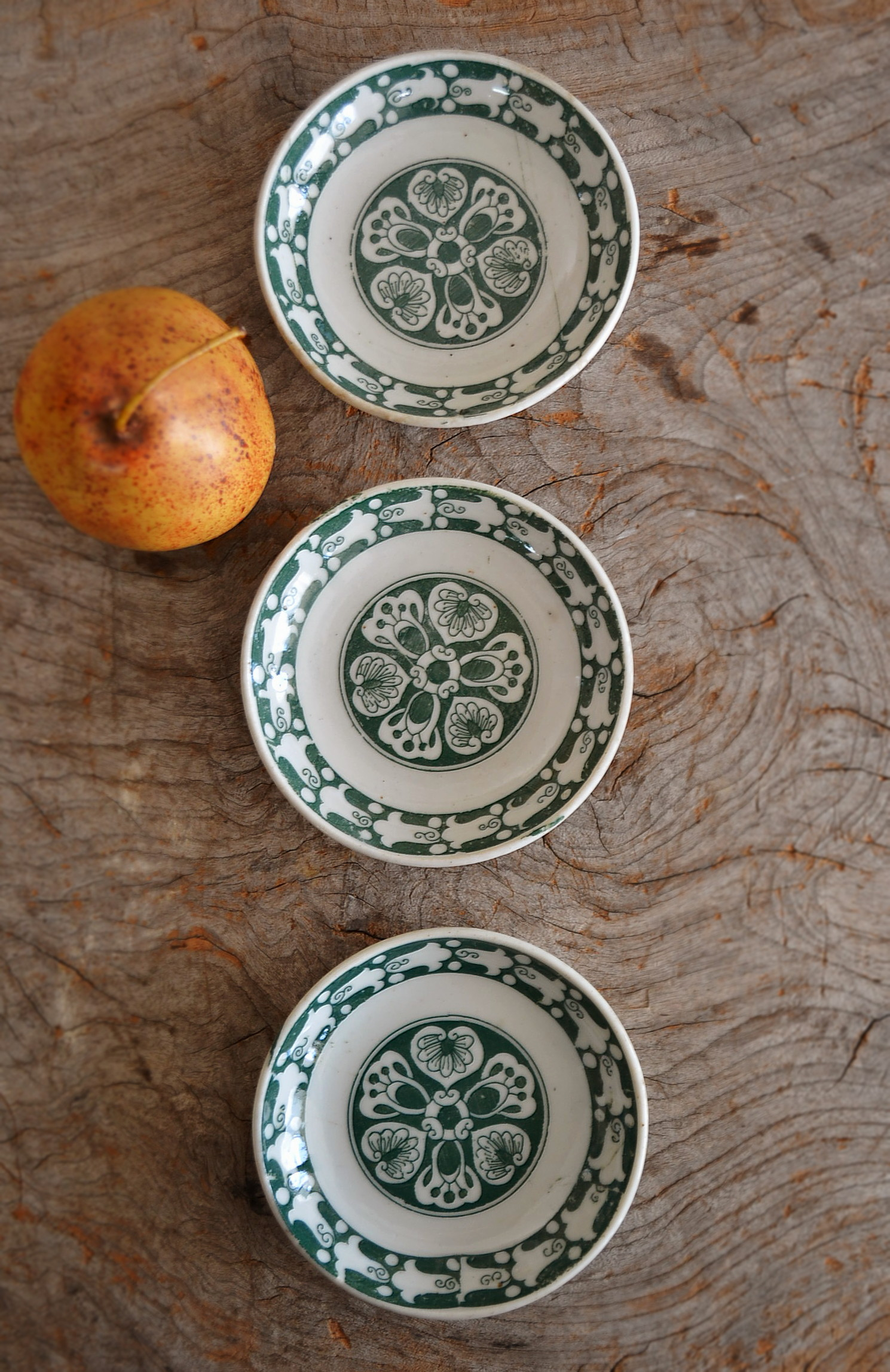 緑釉印判小皿三枚組