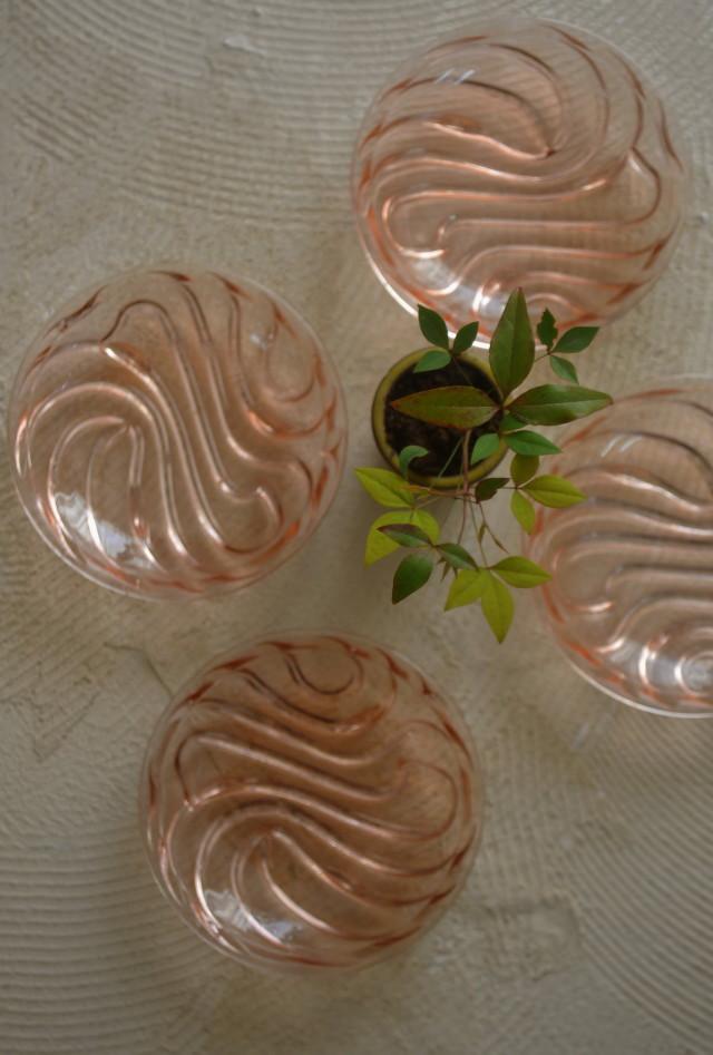 淡いピンクのガラス皿 桜色ガラス プレスガラス