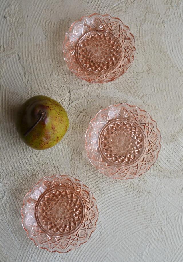 ピンクのプレスガラス皿 昭和レトロプレート 3枚セット