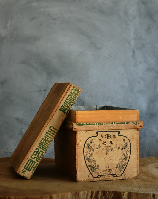 古い小さめな茶箱 レトロ箱