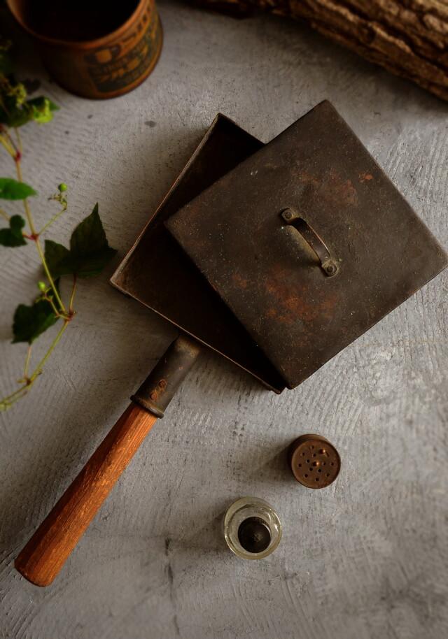 卵焼き器フライパンと塩コショウ入れと小瓶セット 古道具