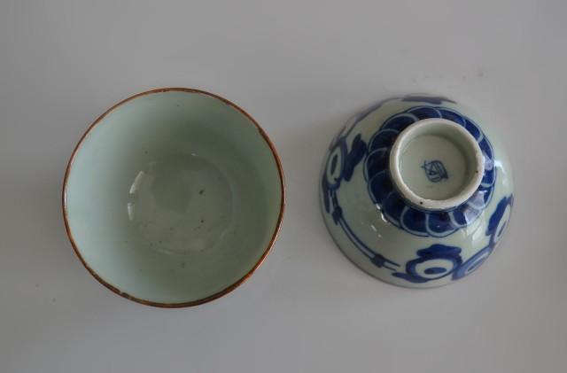 染付手描き露芝蛍紋煎茶茶碗