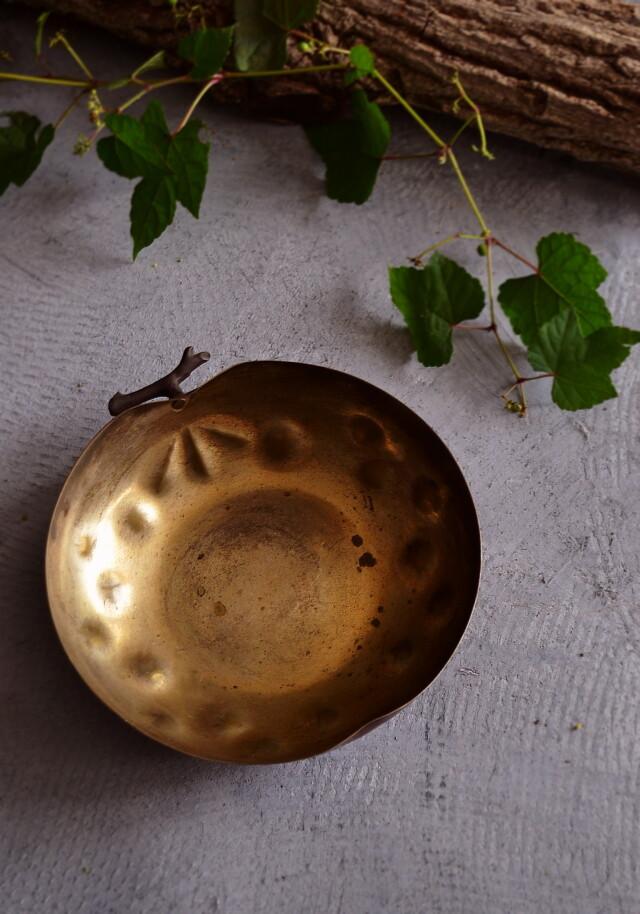 打ち出し銅板の果物型の菓子器 ボウル