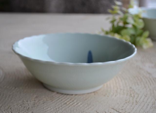 青磁陽刻花菖蒲紋鉢 中鉢 大鉢