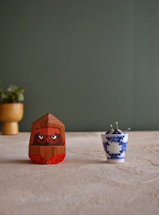 郷土玩具  斉藤正太郎作 こぎん刺し子の針山染付ぐいのみセット