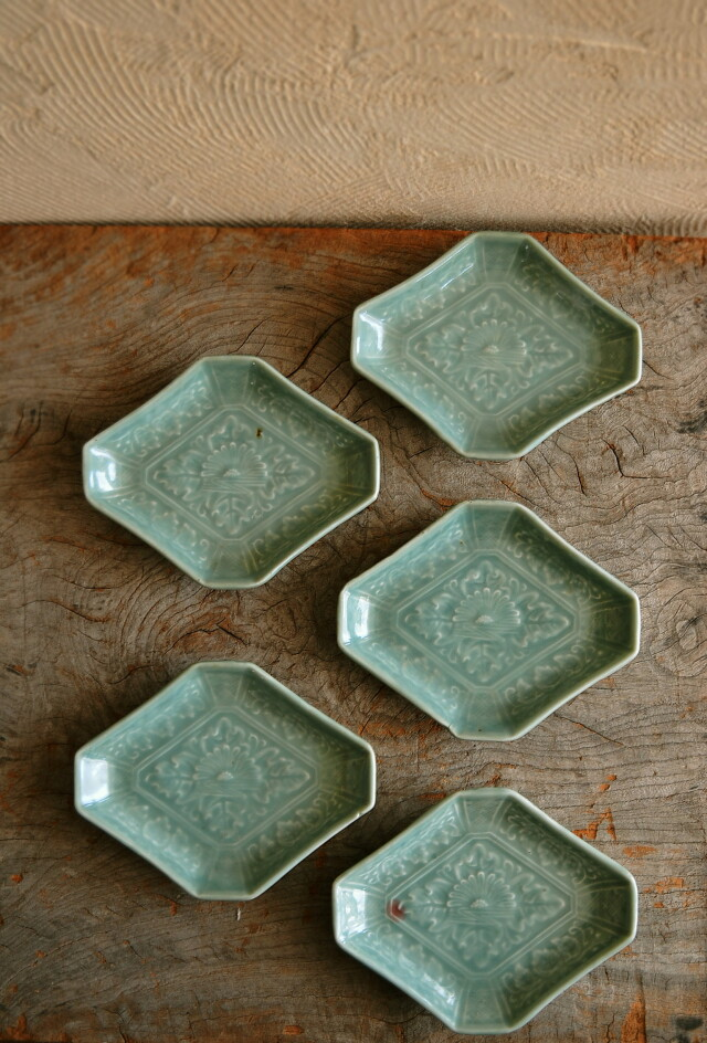 青磁陽刻菱皿 5枚組 変型皿