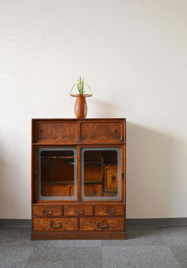 玉杢欅と黒柿細工の茶箪笥