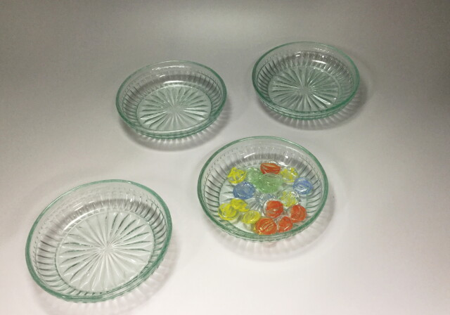 レトロなグリーンプレスガラス皿4枚セット