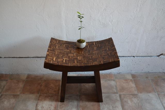 ココナッツ象嵌古木スツール