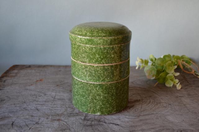 緑釉吹墨筒形三段重