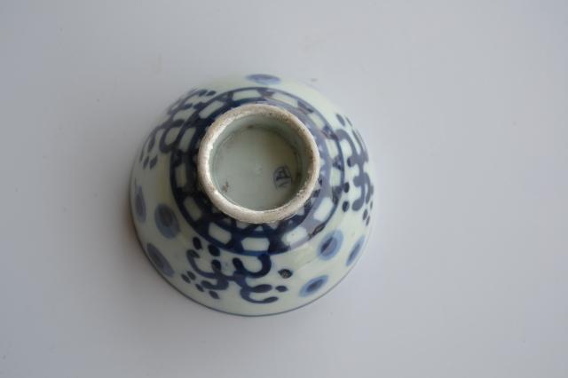 染付手描き波蛍紋煎茶茶碗