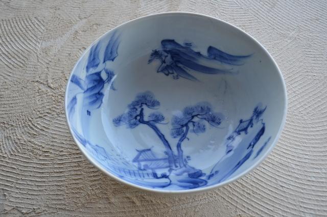 染付山水図手描き鉢