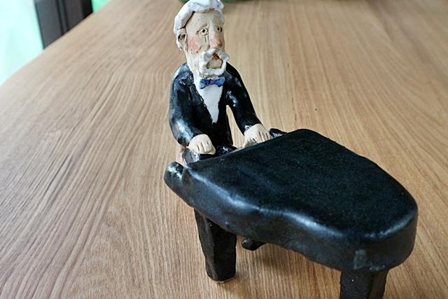 ささきようこ   ピアノ  男性 オーケストラ人形