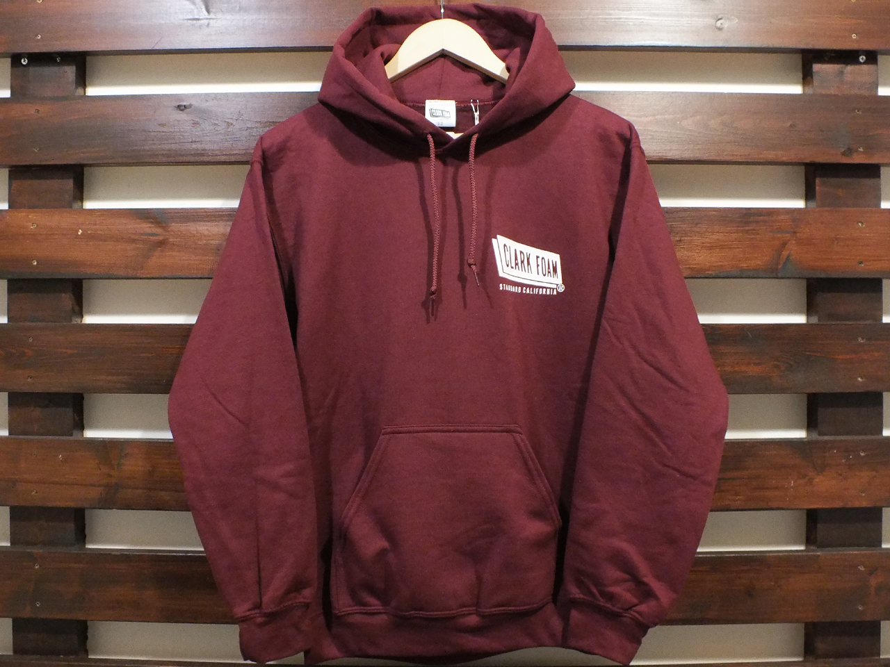 【送料無料】CLARK FOAM × STANDARD CALIFORNIA PULLOVER HOOD SWEAT BURGUNDY