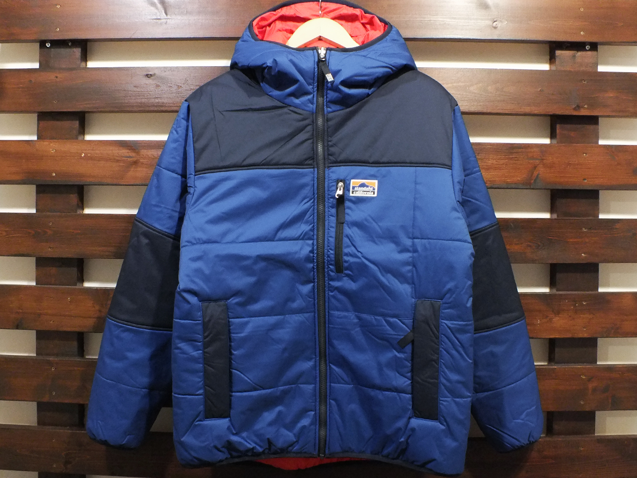 【送料無料】STANDARD CALIFORNIA STRETCH REVERSIBLE PUFF PARKA BLUE/RED