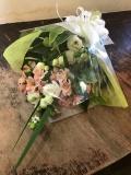 洋花のおしゃれなお供え花束2