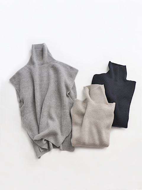 TOUJOURS (トゥジュー) Turtle Neck Bib - VM31XK02