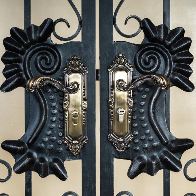ロートアルミ,門扉,両開き門扉,アイアン,おしゃれ,アンティーク,アルミ,激安,安い,鉄