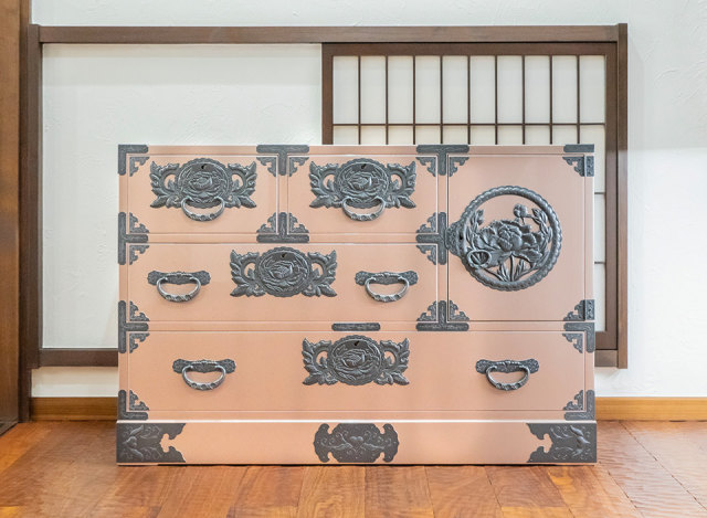 【期間限定5/31まで】仙台箪笥 三.五尺横長箪笥70 KB-401d 桜色梨地塗り