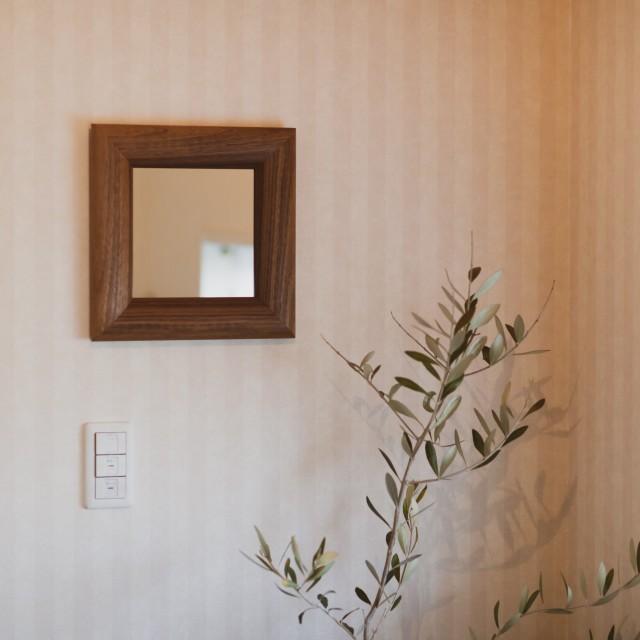 SOL ソル 51x51cm ウォールナット材 壁掛けミラー 正方形 (通常便商品)