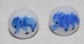 ヴィンテージチェコガラスボタン ホワイトにブルーのゾウ 11mm