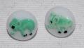 ヴィンテージチェコガラスボタン 白地グリーンのゾウ 11mm
