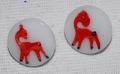 ヴィンテージチェコガラスボタン ホワイトガラスに赤の馬 11mm