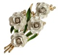コスチュームジュエリー クラウントリファリ Trifari 華やかな4輪の白い バラのブローチ
